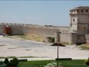 Explanada del castillo. Vista de la muralla junto al foso del castillo. Después de la restauración