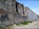 Muralla junto a la explanada del castillo antes de la restauración