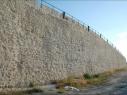 Muralla junto a la explanada del castillo después de la restauración