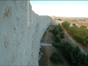 Tramo de la  muralla desde la explanada del Castillo a la torre de Las Cuevas después de su restauración.