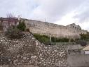 Tramo de muralla entre las puertas de Las Cuevas y Santiago. Antes de su restauración