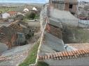 Tramo de la muralla junto a la puerta de Santiago antes de su restauración.