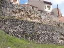 Muralla y contramuralla del segundo recinto junto a la calle de las Cuevas. Estado antes de su restauración.