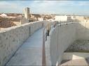 044cTramo de la muralla desde la puerta de San Basilio al Castillo. Estado después de su restauración.