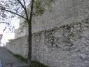 Muralla y contramuralla junto a la rotonda del castillo