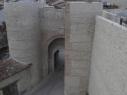 Vista exterior de la Puerta de San Basilio. Destacan las hiladas de ladrillo mudéjares.