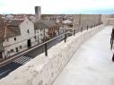 Paseo de ronda o adarve desde la puerta de San Basilio hasta el castillo