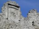 Escudo de la casa de Alburquerque en el almenado de la muralla junto a la puerta de San Martín