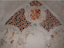 Detalle de las yeserías y pinturas policromadas mudéjares de uno de los sepulcros de la iglesia de San Esteban