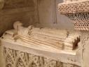 Bulto exento de alabastro en el  sepulcro de D. Alfonso García de León en la iglesia de San Esteban.