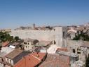 Vista aérea de la muralla. Destaca la torre de Santiago.