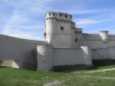 Vista de encuentro de la muralla con el castillo y la barbacana