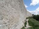 Vista exterior de la muralla junto a la Huerta del Duque